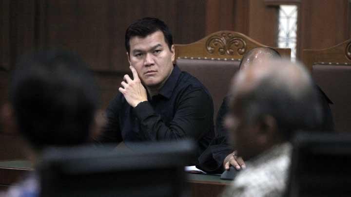Terdakwa Andi Agustinus alias Andi Narogong mendengarkan keterangan saksi pada sidang lanjutan kasus korupsi KTP Elektronik (KTP-el) di Pengadilan Tipikor, Jakarta, 10 November 2017. ANTARA FOTO